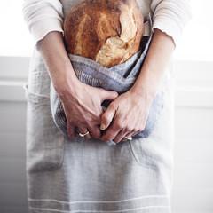 KASTE apron and MEHILÄISPESÄ tea towel