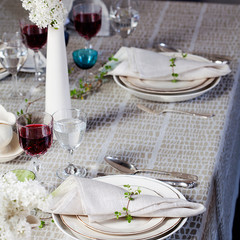 KAARNA tablecloth light olive
