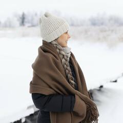 UNI pocket shawl mocca